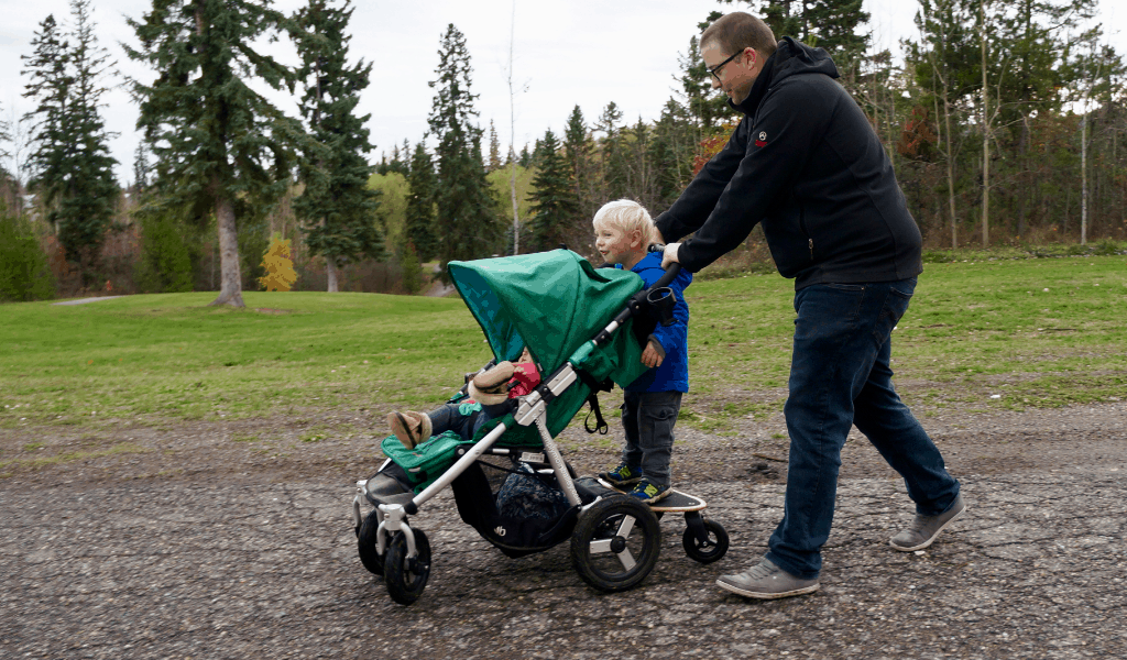 Bumbleride Stroller (Bumbleride Indie 4) and the Mini Board is a perfect fit for adventure families. This all terrain stroller easily converts to handle two kids with the addition of the Mini Board. Long lasting, easy to use, this stroller is the perfect fit for 2 under 3. #stroller #momlife